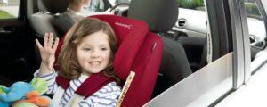 Immagine bambina su seggiolino auto